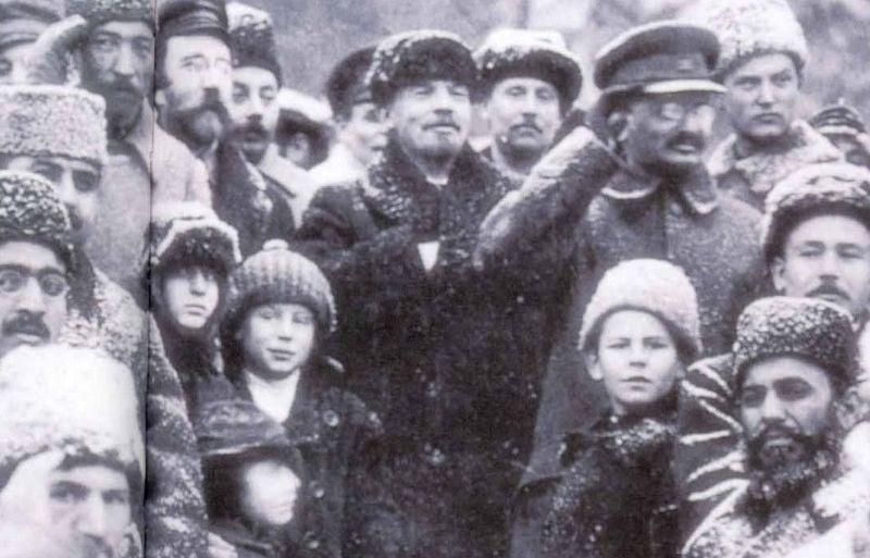 Trotsky_lenin_1919