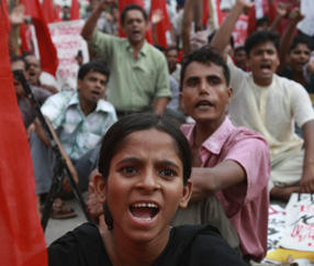 Bangladeshi-garment-workers protest wages