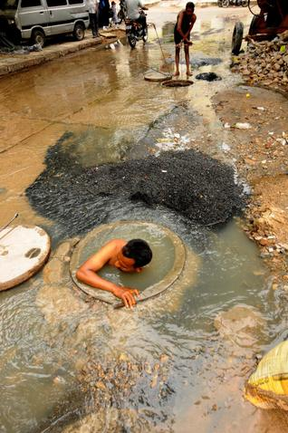 Manual scavenging dalit india